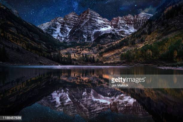 maroon bells night photography with reflections on maroon lake in fall - maroon bells stock photos and pictures