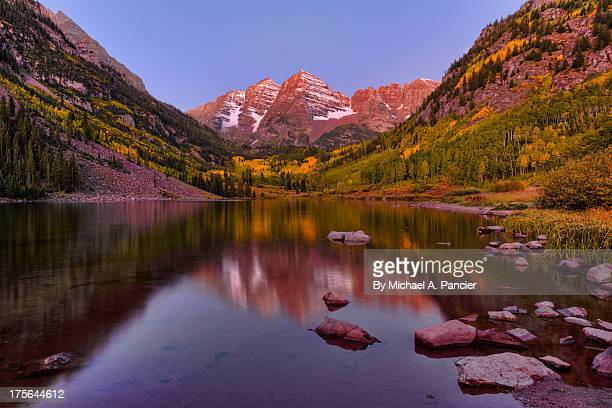 maroon bells on a fall morning - maroon bells stock pictures, royalty-free photos & images