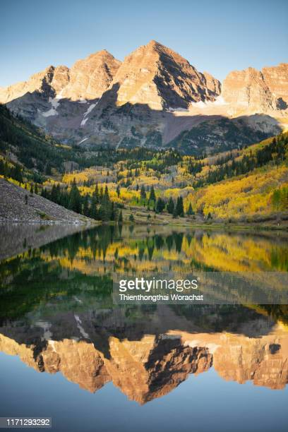 maroon bells reflected on maroon lake - colorado stock pictures, royalty-free photos & images