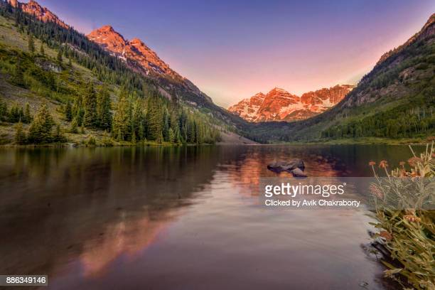 maroon bells sunrise, aspen, colorado, usa - maroon bells stock pictures, royalty-free photos & images