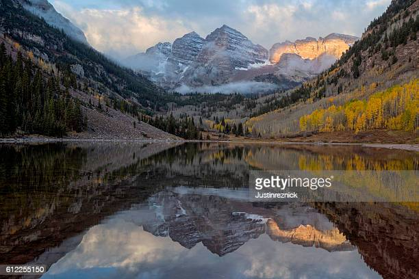 maroon bells sunrise - maroon bells stock photos and pictures