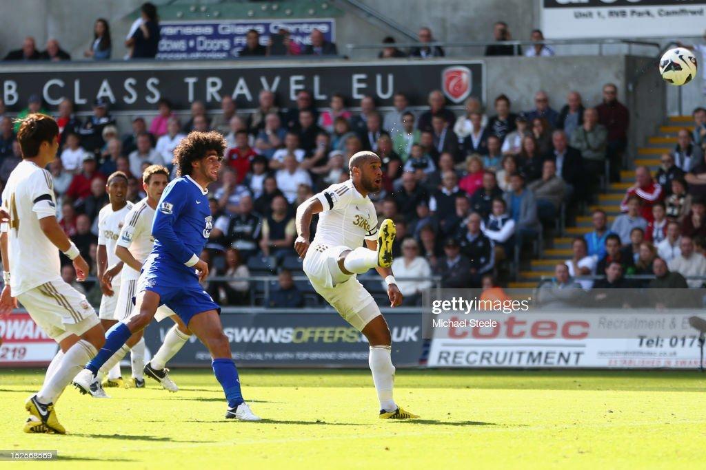 Swansea City v Everton - Premier League : ニュース写真