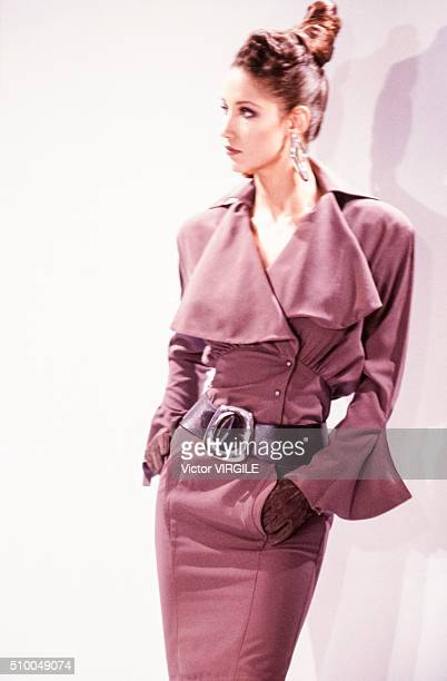 Marpessa Hennink walks the runway at the Thierry Mugler Pret a Porter Autumn/Winter 19891990 fashion show during the Paris Fashion Week in March 1989...