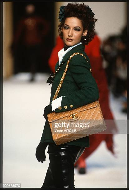 Marpessa Hennink walks the runway during the Chanel Ready to Wear show as part of Paris Fashion Week Fall/Winter 19921993 in March 1992 in Paris...