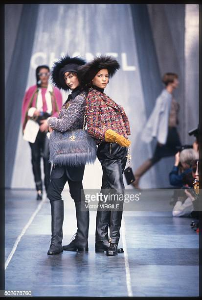 Marpessa Hennink walks the runway during the Chanel Ready to Wear show as part of Paris Fashion Week Fall/Winter 19931994 in March 1993 in Paris...