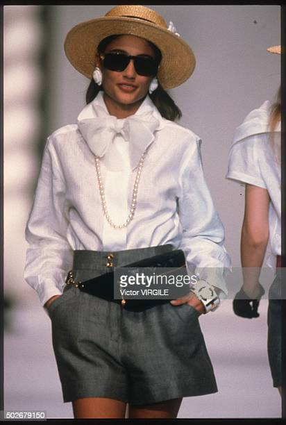 Marpessa Hennink walks the runway during the Chanel Ready to Wear show as part of Paris Fashion Week Spring/Summer 19901991 in October 1990 in Paris...