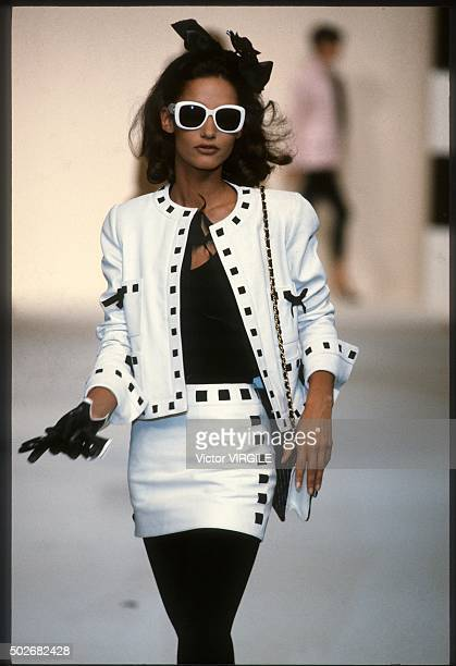 Marpessa Hennink walks the runway during the Chanel Ready to Wear show as part of Paris Fashion Week Spring/Summer 19911992 in October 1991 in Paris...