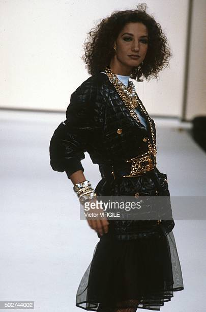 Marpessa Hennink walks the runway during the Chanel Ready to Wear show as part of Paris Fashion Week Fall/Winter 19911992 in March 1991 in Paris...