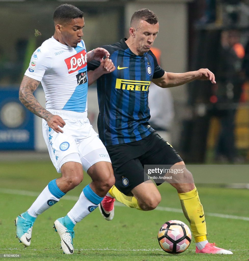 Marques Loureiro Allan of SSC Napoli (L) competes for the ball with Ivan Perisic of FC Internazionale Milano during the Serie A match between FC Internazionale and SSC Napoli at Stadio Giuseppe Meazza on April 30, 2017 in Milan, Italy.