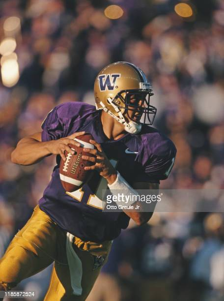 Marques Tuiasosopo, Quarterback for the University of Washington Huskies during the NCAA Pac-10 Conference college football game against the Air...