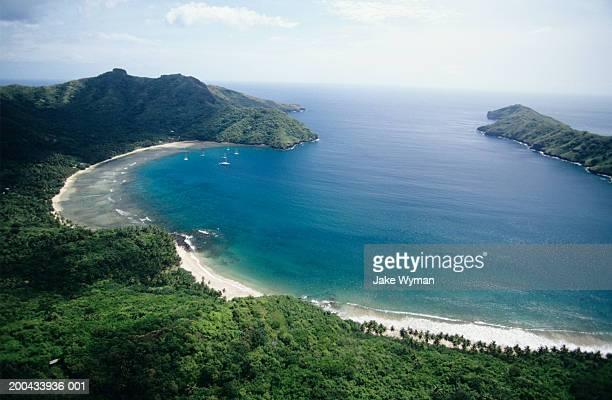 marquesas, nuku hiva, lagoon, elevated view - polinesia francesa fotografías e imágenes de stock