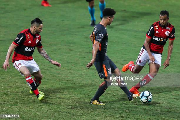 Marquinhos Gabriel of Corinthians struggles for the ball with a Para and Geuvanio of Flamengo during the Brasileirao Series A 2017 match between...