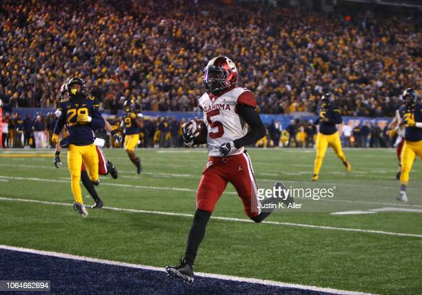 Marquise Brown of the Oklahoma Sooners catches and runs for a 45 yard touchdown against the West Virginia Mountaineers on November 23 2018 at...