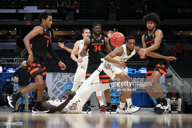 Marquise Kennedy of the Loyola-Chicago Ramblers battles with Ethan Thompson of the Oregon State Beavers for a loose ball during the first half in the...