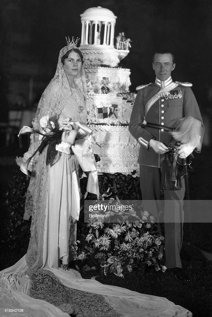 Marriage of Miss Estelle Manville to Count Folke Bernadotte : News Photo