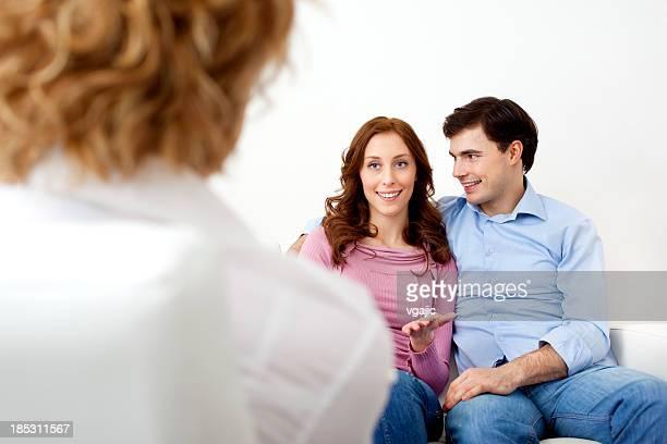 Ehe-Therapie. Paar sprechen mit Berater