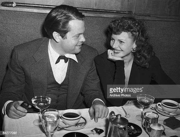 Married actors Orson Welles and Rita Hayworth eat out together, circa 1945.