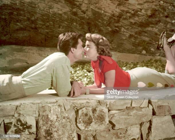 Married American actors Natalie Wood and Robert Wagner, circa 1960.