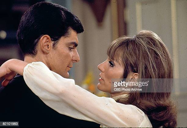 Married American actors Richard Benjamin and Paula Prentiss as married couple Dick and Paula Hollister gaze into one another's eyes in a scene from...