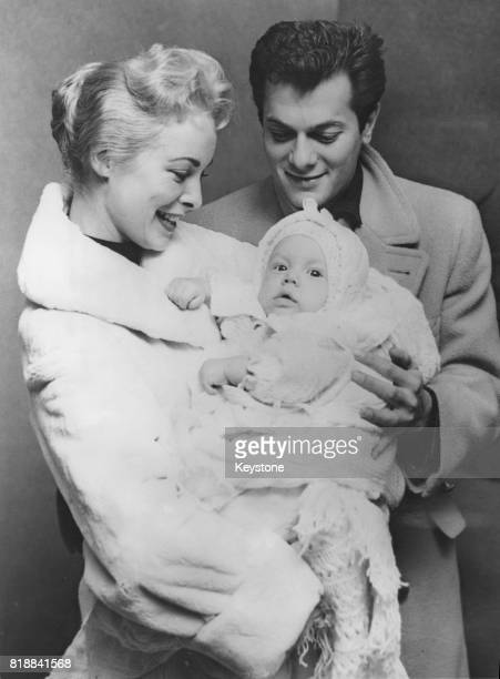 Married American actors Tony Curtis and Janet Leigh with their six-month-old baby daughter Kelly Curtis in New York, 26th November 1956.