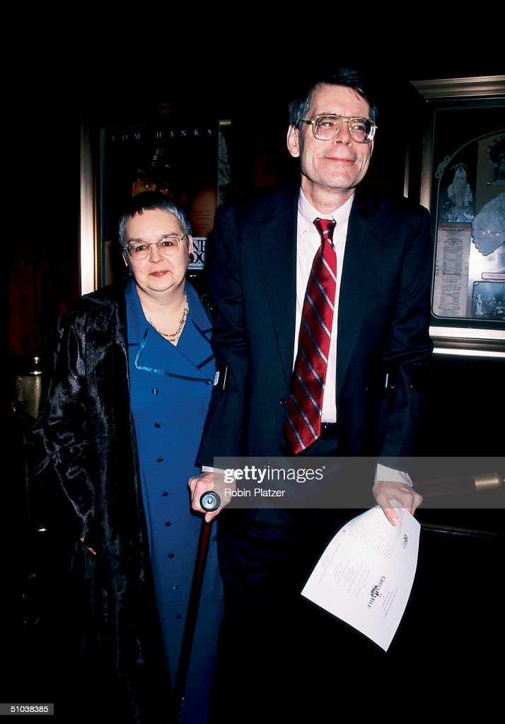 Married authors Tabitha and Stephen King arrive at the premiere of the motion picture adaptaion of Stephen's book 'The Green Mile,' New York, New York, December 9, 1999.