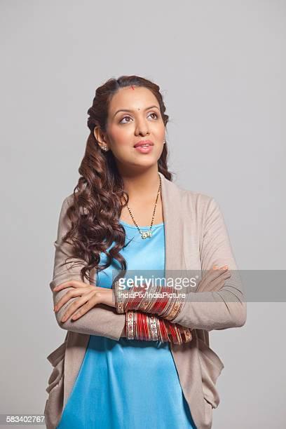 married woman with bangles - mangala sutra fotografías e imágenes de stock