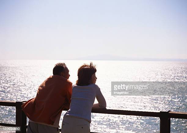 married-couple - vieilles fesses photos et images de collection