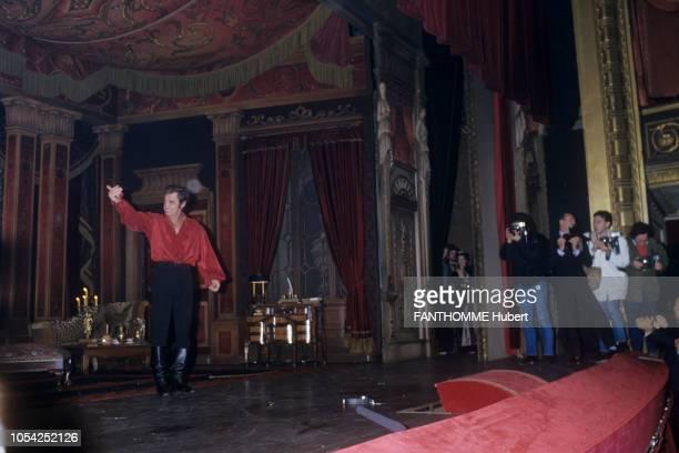 PARIS 3 mars 1987 La première de la pièce 'Kean' mise en scène par Robert HOSSEIN au théâtre Marigny avec JeanPaul BELMONDO et Sabine HAUDEPIN ici le...