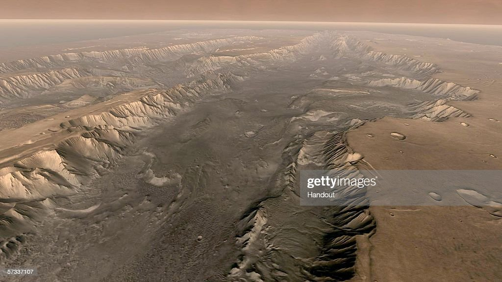 Valles Marineris Cuts Through Mars Surface : News Photo