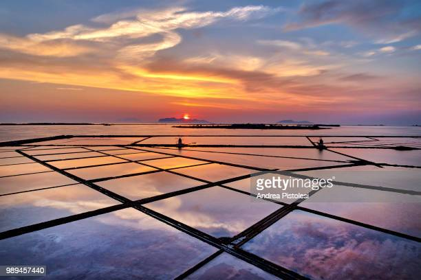 marsala salt ponds natural reserve, sicily, italy - marsala sicily stock pictures, royalty-free photos & images