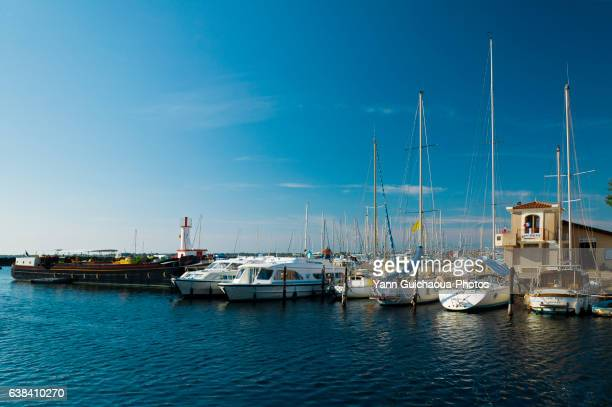 marseillan, pond of thau, herault, languedoc-roussillon, france - herault stock pictures, royalty-free photos & images