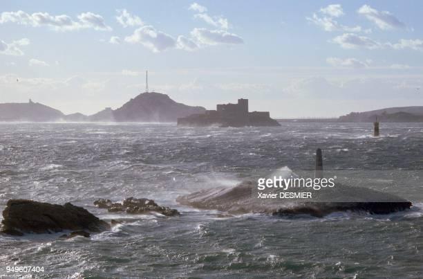Marseille, Bouches-du-Rhône, La rade de Marseille, par temps de mistral. L'Archipel du Frioul dans le fond et le château d'If au second plan;Le...