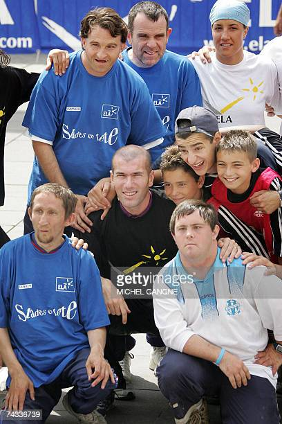 French former footballer icon Zinedine Zidane poses with disabled children 26 May 2007 in the southern town of Marseille prior to play for a charity...