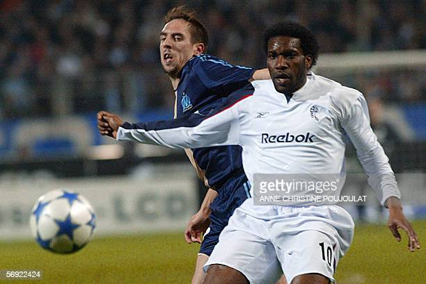 Olympique de Marseille's forward Franck Riberi vies with Bolton midfielder Jay Jay Okocha during the UEFA Cup football match Marseille vs Bolton 23...