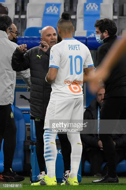 Marseille's Argentinian head coach Jorge Sampaoli chats with Marseille's French midfielder Dimitri Payet prior to the French L1 football match...
