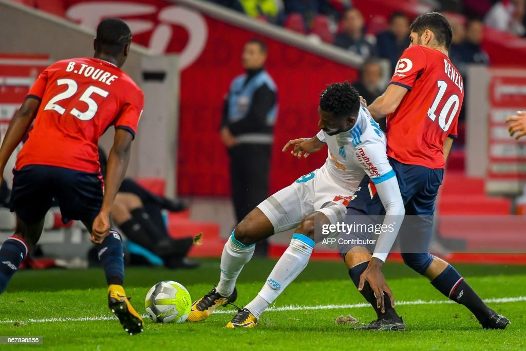 Marseille's Cameroonian midfielder Andre Zambo Anguissa (C) vies with Lille's French forward Yassine Benzia (R) during the French L1 football match between Lille OSC (LOSC) and Olympique de Marseille (OM) on October 29, 2017 at the Pierre-Mauroy Stadium in Villeneuve d'Ascq, northern France. /