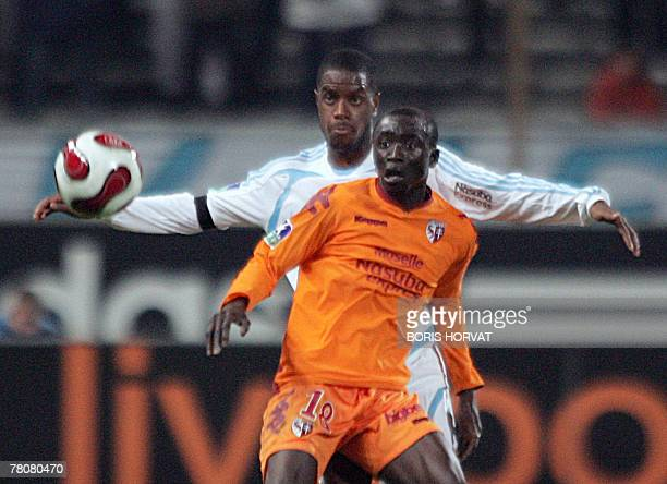 Marseille's defender Ronald Zubar vies for the ball with Metz's forward Papiss Cisse during the French L1 football match Marseille vs Metz 24...
