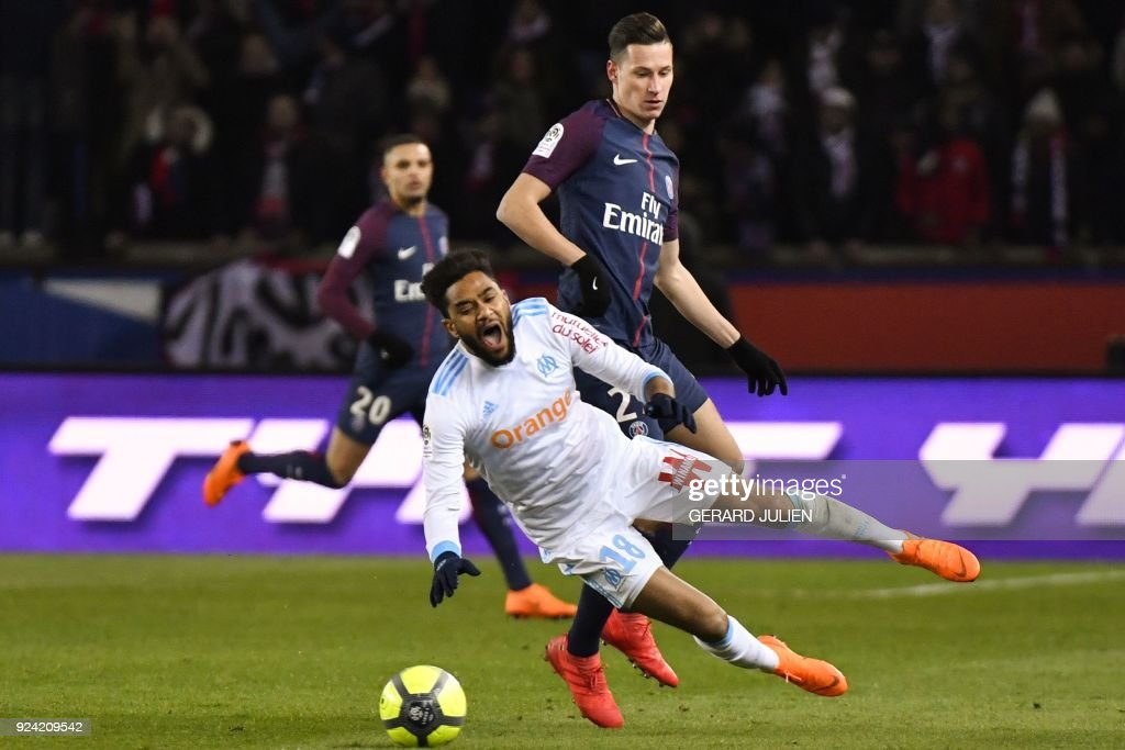 Marseille's French defender Jordan Amavi (L) vies with Paris Saint-Germain's German midfielder Julian Draxler (R) during the French L1 football match between Paris Saint-Germain (PSG) and Marseille (OM) at the Parc des Princes in Paris on February 25, 2018. /