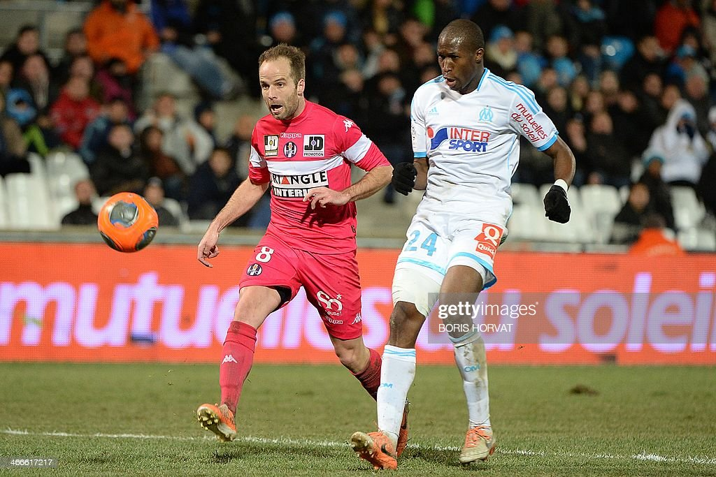 Marseille's French defender Rod Fanni (R) vies with Toulouse's French midfielder Etienne Didot during the French L1 football match Olympique de Marseille vs Toulouse at the Velodrome stadium in Marseille, on February 2, 2014.