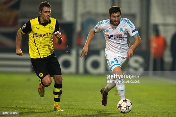 Marseille's French forward AndrePierre Gignac vies with Dortmund's midfielder Sebastian Kehl on December 11 2013 at the Velodrome stadium in...