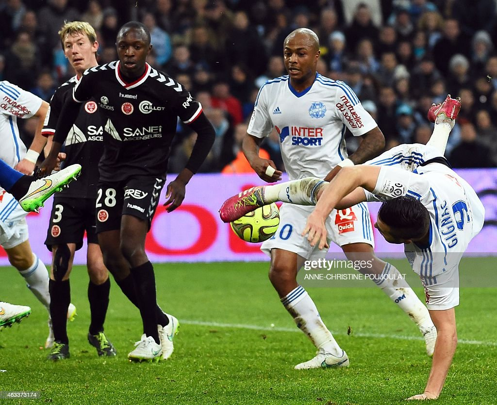 Marseille's French forward Andre-Pierre Gignac (R) vies with Reims' French defender Antoine Conte (L) during the French L1 football match Marseille vs Reims on February 13, 2015 at the Velodrome stadium in Marseille, southern France.