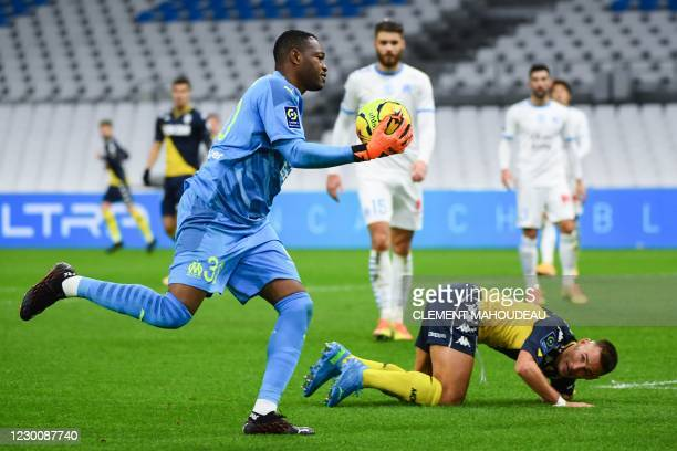 Marseille's French goalkeeper Steve Mandanda makes a save in front of Monaco's French defender Ruben Aguilar during the French L1 football match...