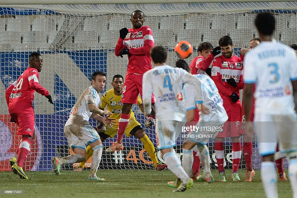 Marseille's French midfielder Florian Thauvin (4th R) shoots a free kick during the French L1 football match Olympique de Marseille vs Toulouse at the Velodrome stadium in Marseille, on February 2, 2014.
