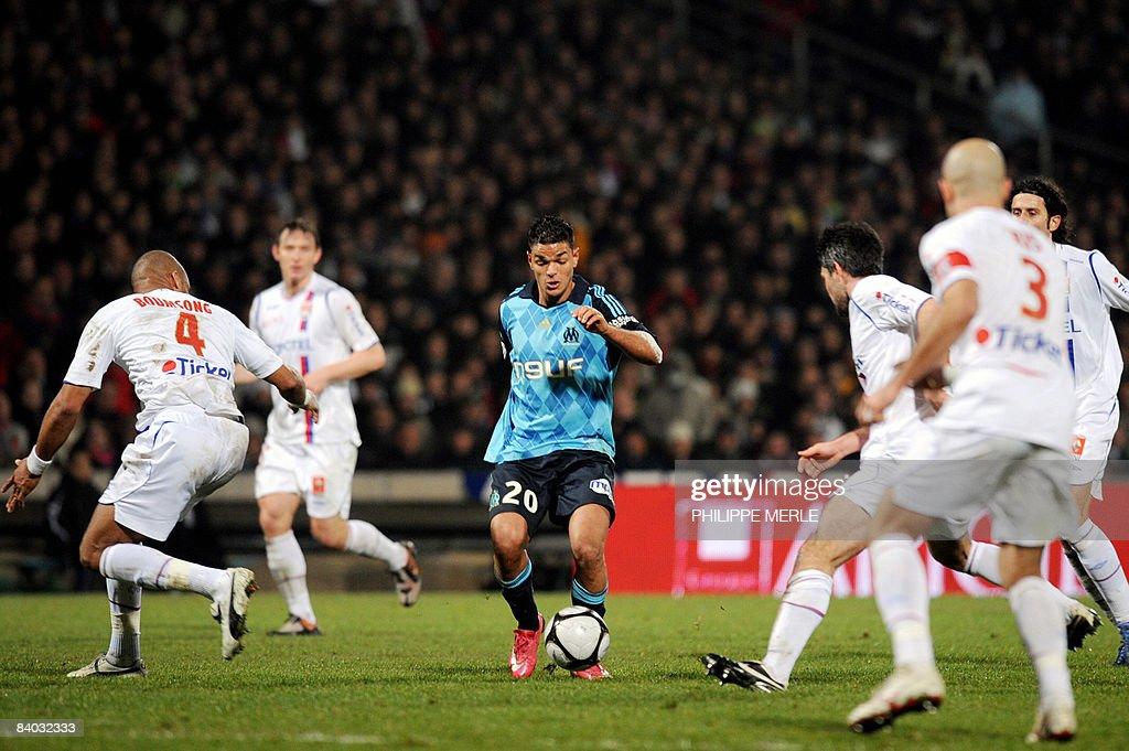 Marseille's French midfielder Hatem Ben : News Photo