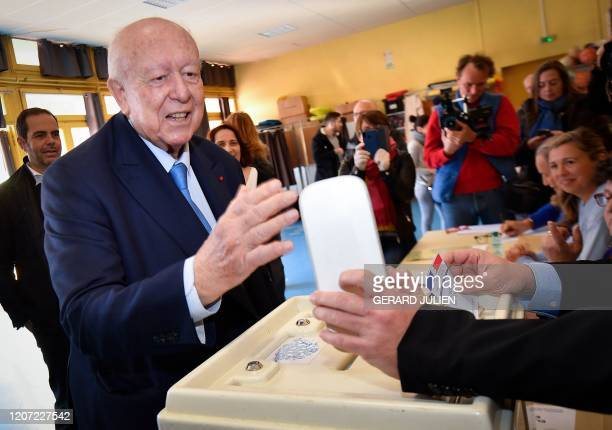 Marseille's mayor Jean-Claude Gaudin and member of Les Republicains right-wing party casts his vote during the first round of municipal elections in...