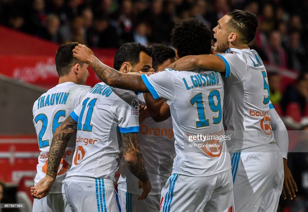 Marseille's players celebrate a goal by French midfielder Morgan Sanson during the French L1 football match between Lille OSC (LOSC) and Olympique de Marseille (OM) on October 29, 2017 at the Pierre-Mauroy Stadium in Villeneuve d'Ascq, northern France. /
