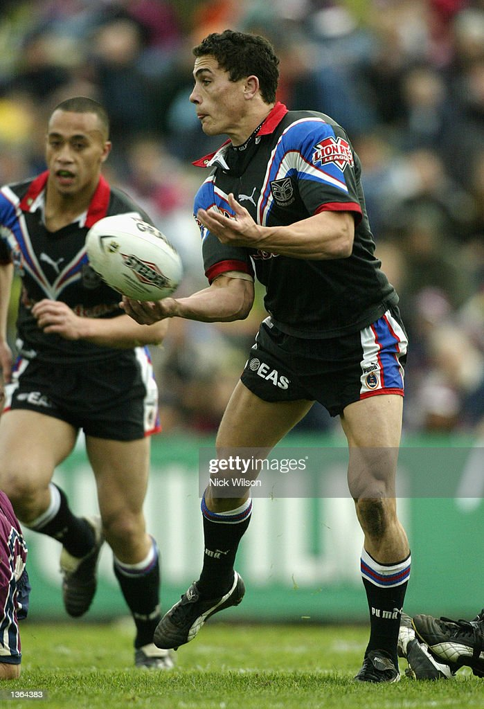 PJ Marsh #9 of the Warriors in action during the round 25 NRL match between the Northern Eagles and the New Zealand Warriors played at Brookvale Oval, Sydney, Australia on September 1st 2002. (Photo by Nick Wilson/Getty Images).