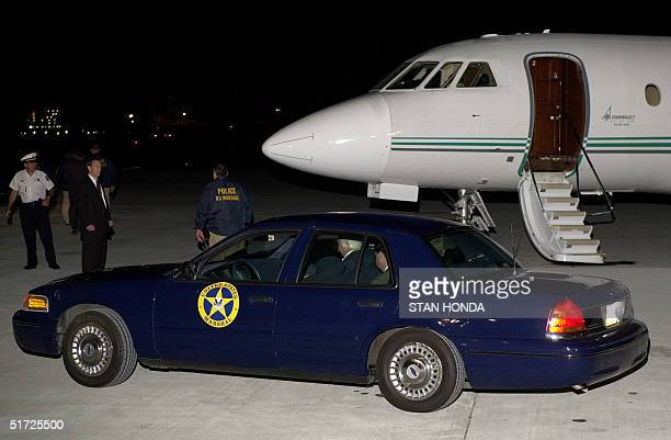 Marshall car carrying fugitive Ira Einhorn prepares to leave Philadelphia International Airport early 20 July 2001 after US Marshalls flew him in...
