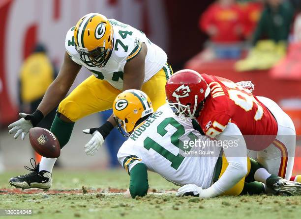 Marshall Newhouse of the Green Bay Packers picks up an Aaron Rodgers fumble caused by Tamba Hali of the Kansas City Chiefs during the game on...