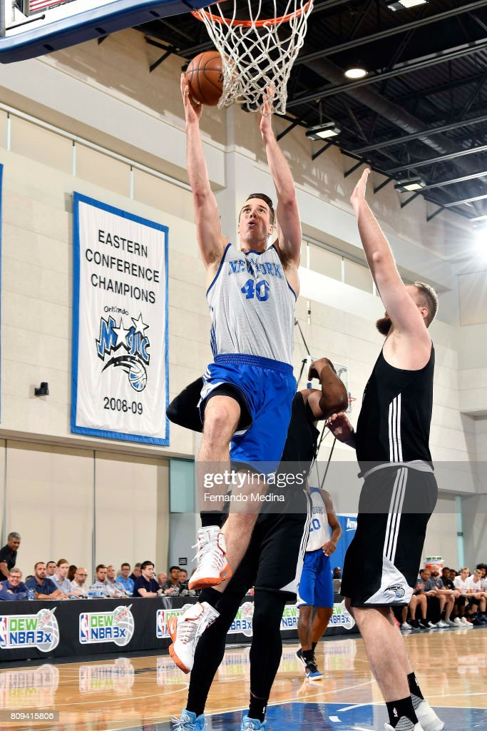 Marshall Plumlee of the New York Knicks shoots a lay up